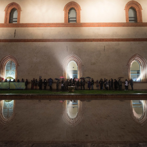 In attesa, al Castello Sforzesco - ph. Yuma Martellanz